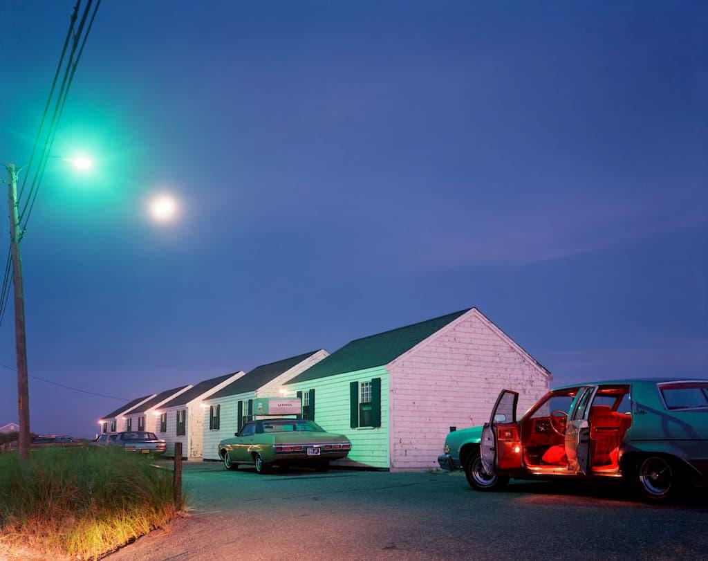 Joel Meyerowitz : intérieur rouge d'une voiture