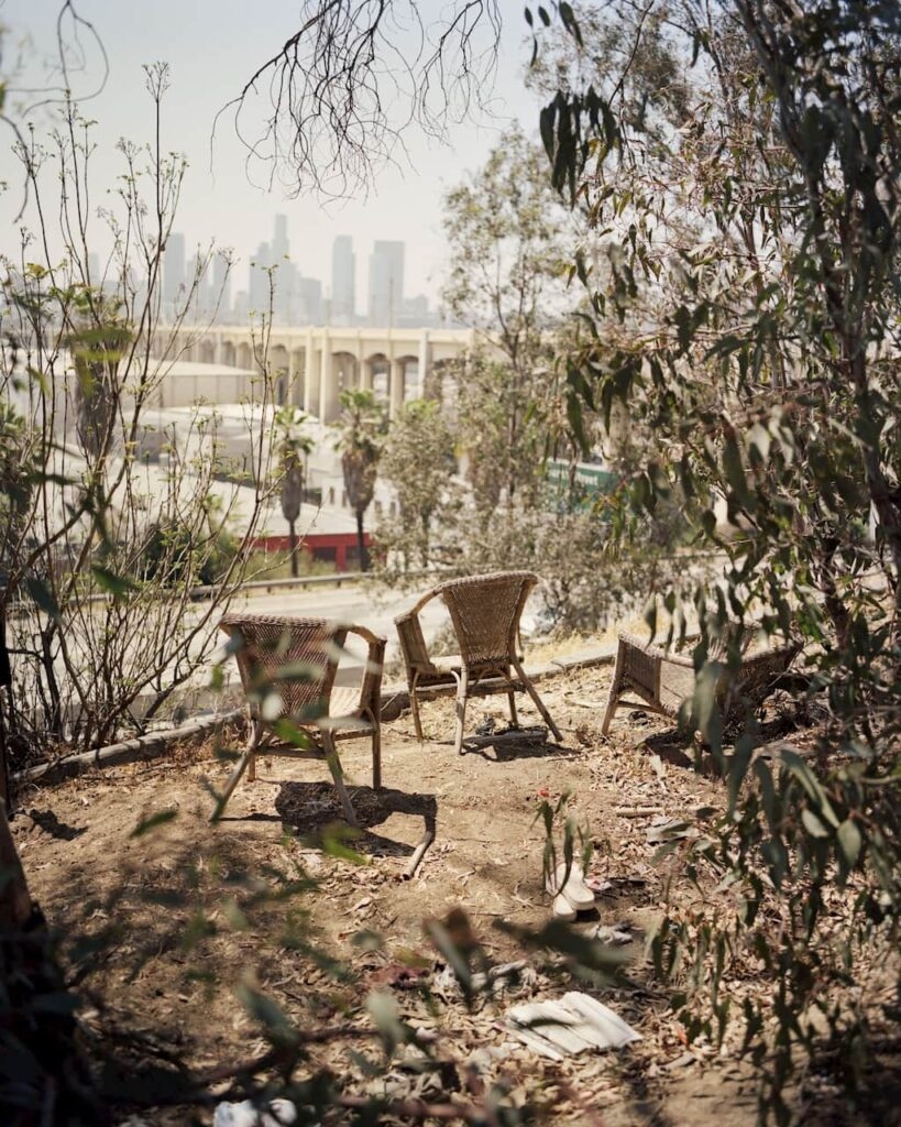 gregory halpern zzyzx des chaises masquent le paysage