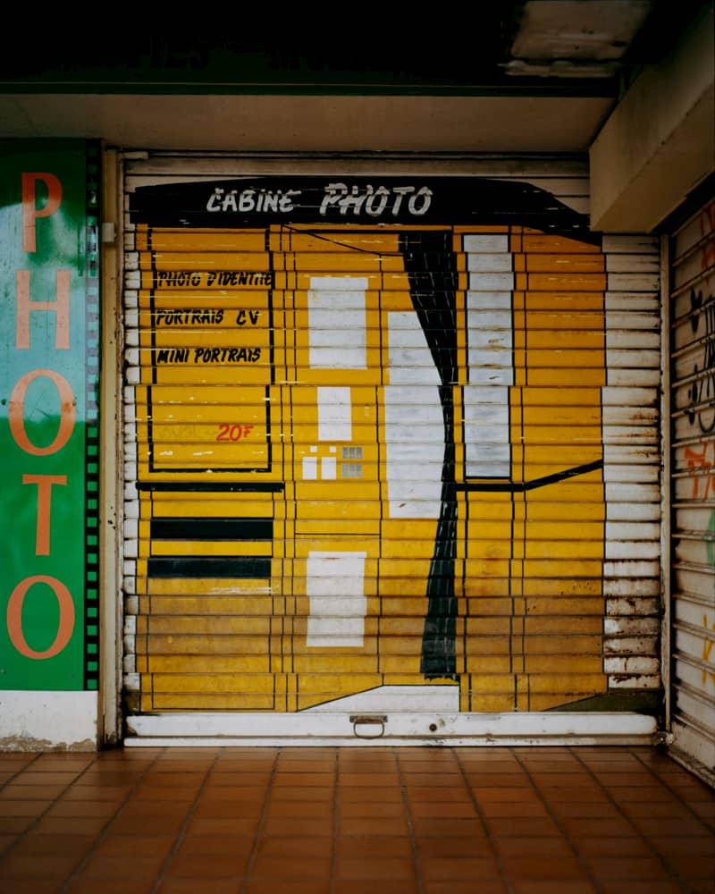 Une cabine photo en Guadeloupe photographiée par Gregory Halpern