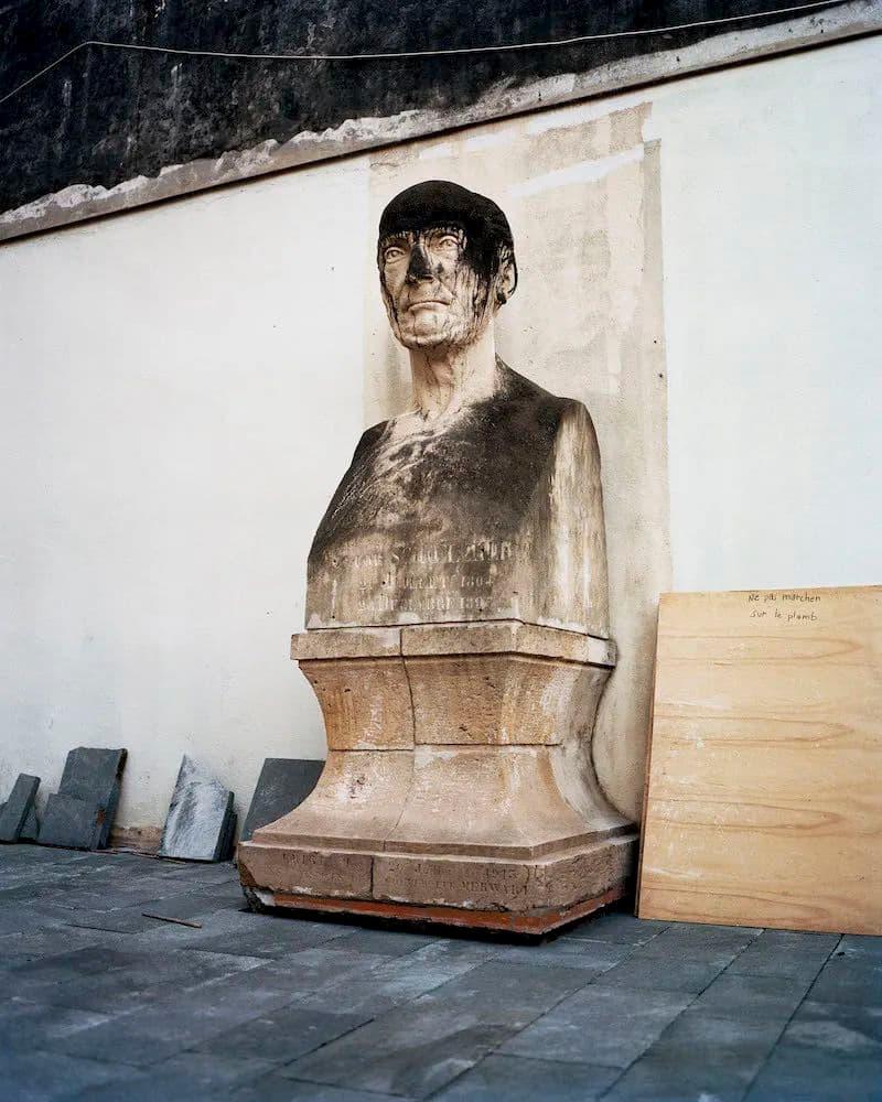 la statue de Victor Schœlcher photographié par Gregory Halpern